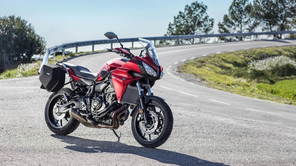2016-Yamaha-MT07TR-EU-Radical-Red-Static-009.jpg