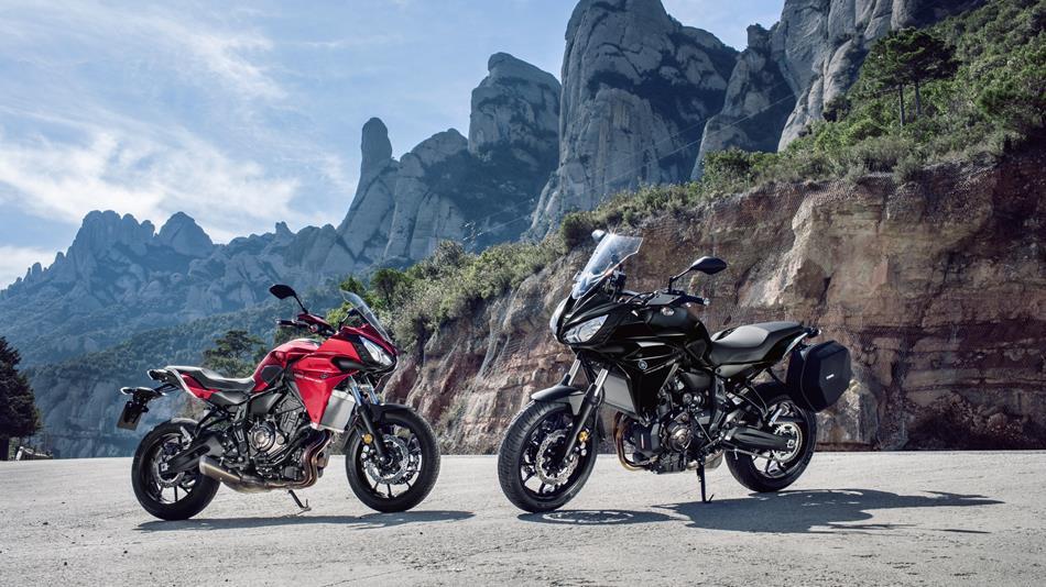 2016-Yamaha-MT07TR-EU-Radical-Red-Static-010.jpg