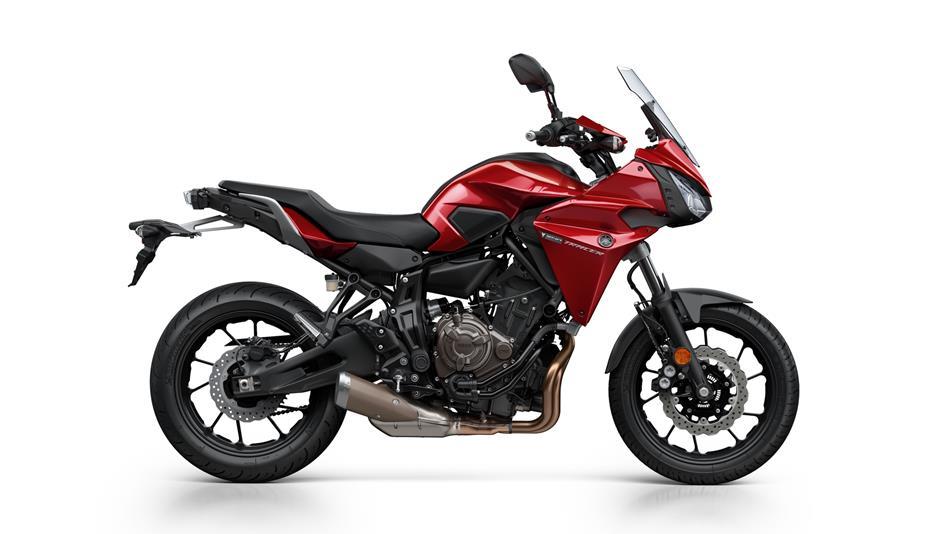 2016-Yamaha-MT07TR-EU-Radical-Red-Studio-002.jpg