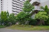 神戸市営名谷駅東住宅 251棟前の集会所&花壇