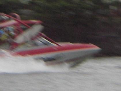 水上スキーの違反ボート