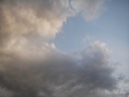 怪しい雲の空