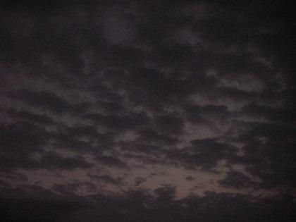 日没前のウロコ雲