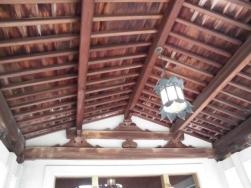 ホテル玄関の天井