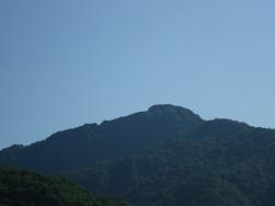道路から見えた冠山