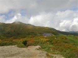 山頂方面と切合小屋