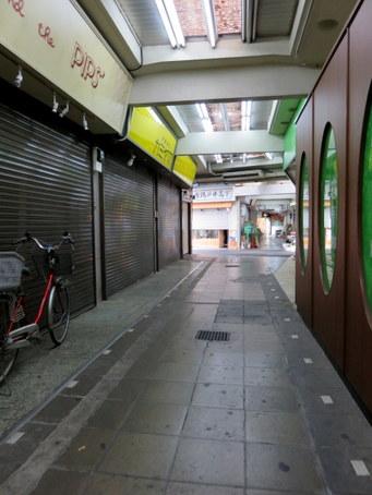 下高井戸駅前市場04