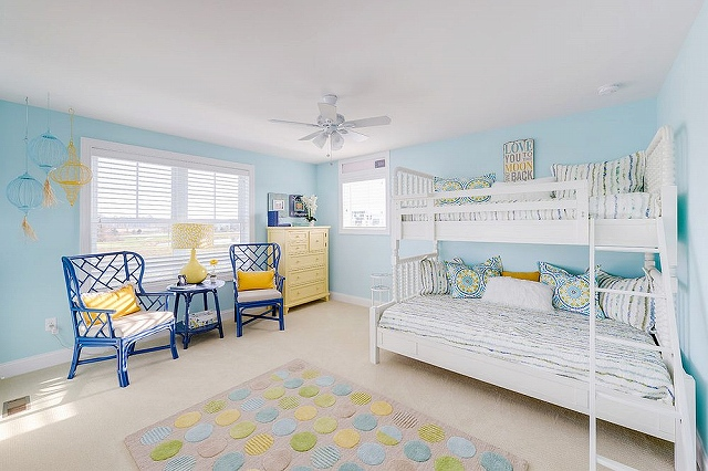 Beach-style-kids-room-in-blue-with-a-hint-of-yellow_20161030161443682.jpg