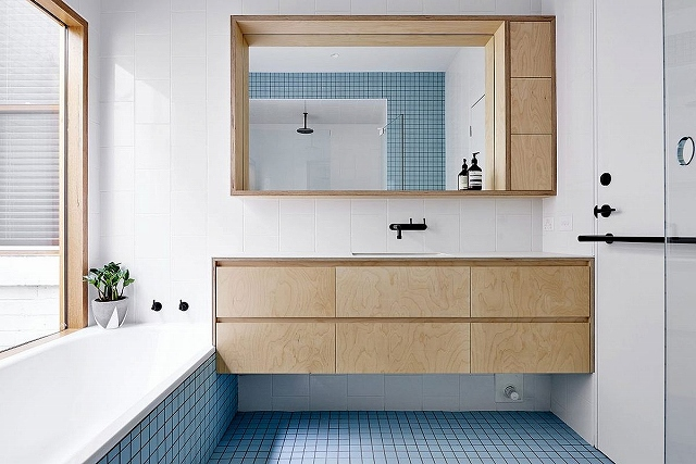 Beautiful-blue-tiles-energize-the-contemporary-bathroom-in-white.jpg