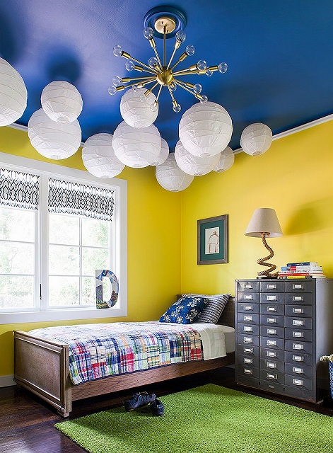 Blue-ceiling-in-the-kids-bedroom-is-a-showstopper_2016103016130766f.jpg