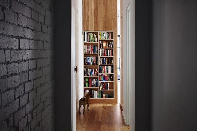 Bookshelf-brings-color-to-the-interior.jpg