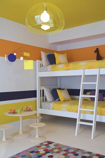 Bright-modern-kids-room-in-yellow-blue-and-orange_201610301615469b0.jpg