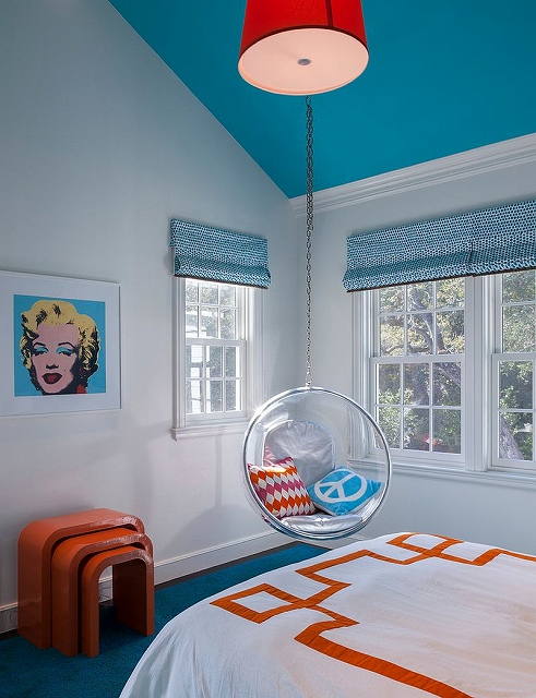 Ceiling-and-blinds-in-light-blue-for-the-chic-teen-bedroom.jpg