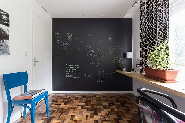 Chalkboard-accent-wall-for-the-modern-home-office.jpg