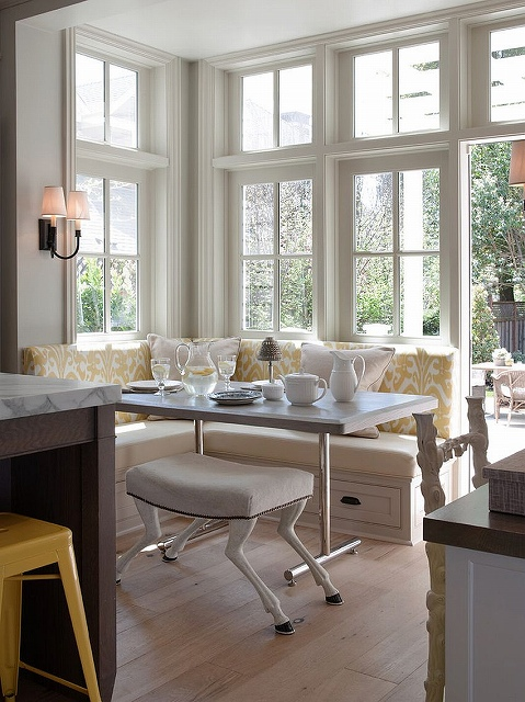 Classic-cottage-style-banquette-design-with-built-in-storage.jpg