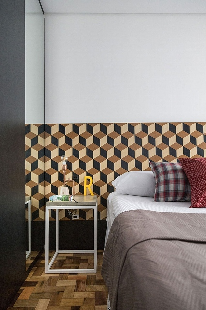 Geometric-wallpaper-with-3D-design-spices-up-the-bedroom.jpg