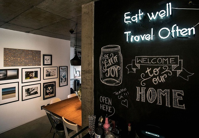 Iluminated-wall-sign-and-chalkboard-wall-in-the-Brazilian-apartment.jpg