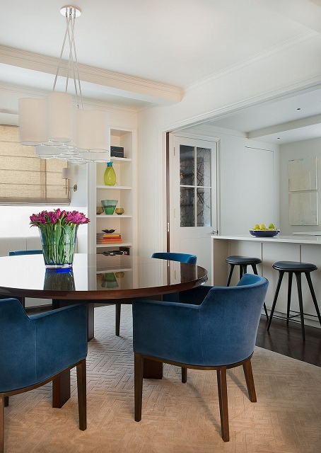 Lovelu-use-of-color-in-the-dining-space.jpg