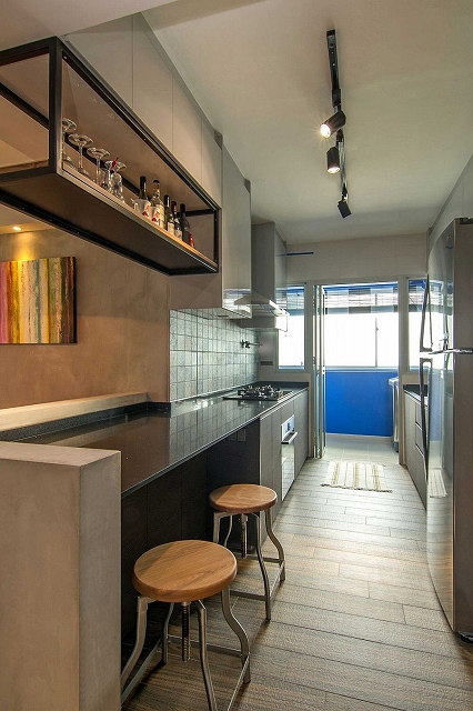 Making-use-of-the-vertical-space-on-offer-inside-the-small-kitchen.jpg
