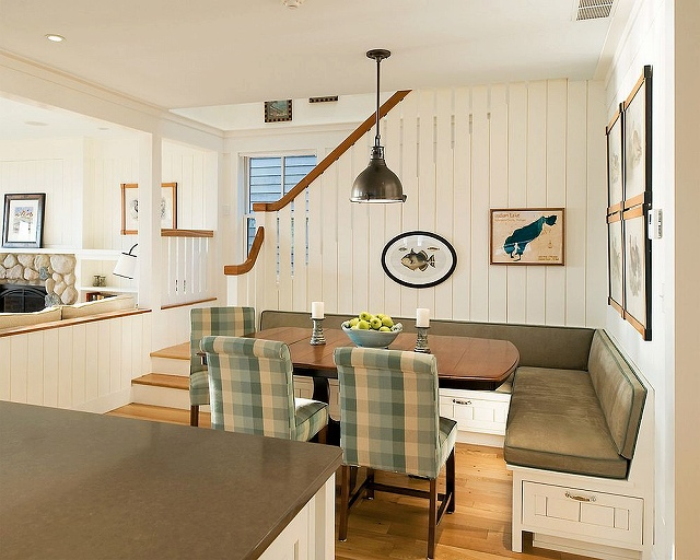 Modern-cottage-style-is-perfect-for-the-smart-banquette-with-built-in-drawers_2016091306304713d.jpg