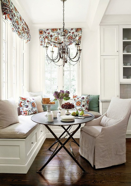 Pillows-and-drapes-add-color-and-freshness-to-the-all-white-banquette.jpg