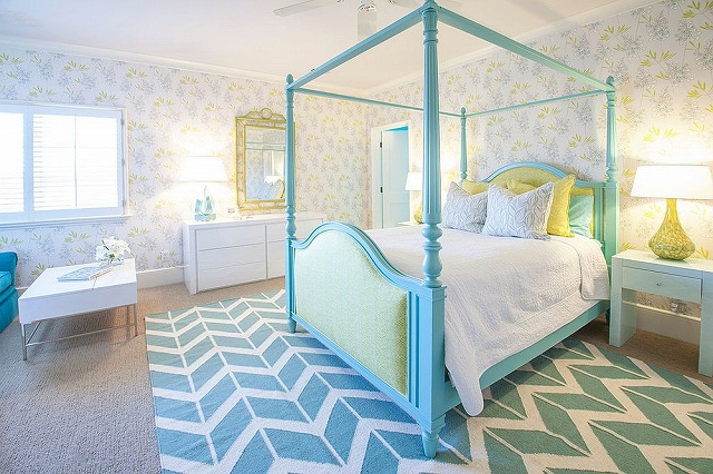 Serene-and-chic-teen-girls-room-in-light-blue-and-yellow_2016103016130778e.jpg