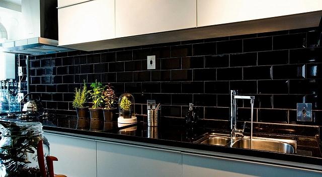Small-kitchen-with-black-granite-countertop.jpg
