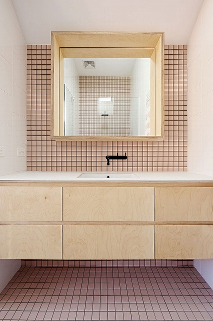 Tiles-add-smart-geometric-pattern-to-the-small-bathroom.jpg