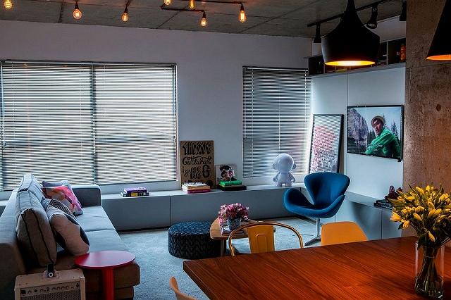 Tom-Dixon-pendant-lights-add-class-to-the-modest-apartment.jpg