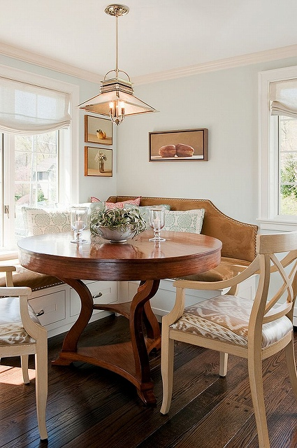 Traditional-banquette-in-the-kitchen-corner-with-large-round-wooden-table.jpg