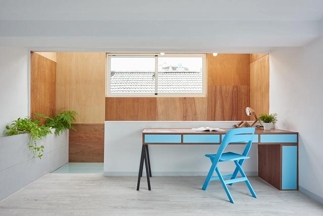 Turqoise-Desk.jpg
