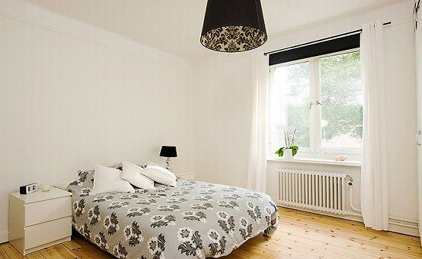 apartment-with-light-wood-floors-painted-white-walls-7-554x3.jpg