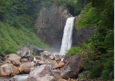 苗名の滝(滝100選)