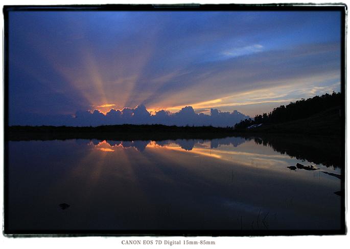 天空の池夕焼け1608iishikka0204.jpg