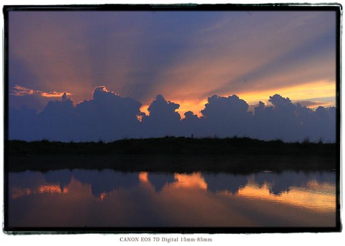 天空の池夕焼け1608iishikka0208.jpg