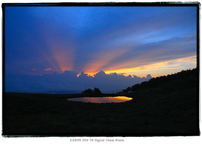 天空の池夕焼け1608iishikka0210.jpg