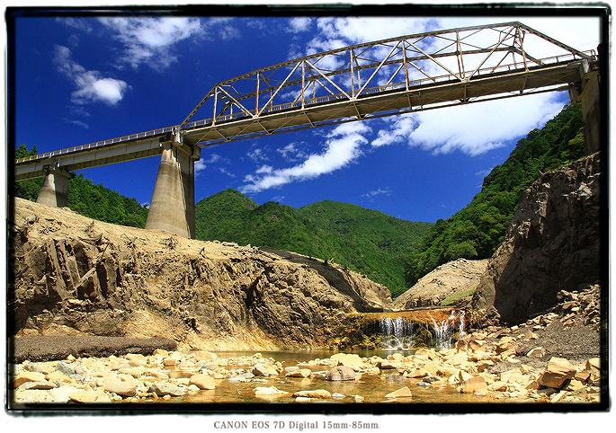 宇連ダムの滝1608uredam0110.jpg