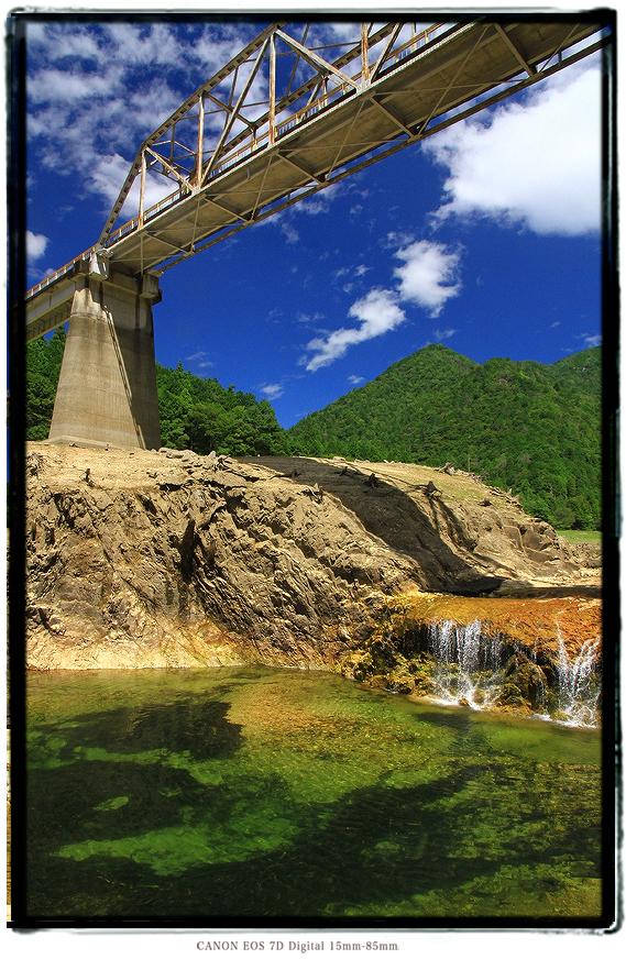 宇連ダムの滝1608uredam0111.jpg
