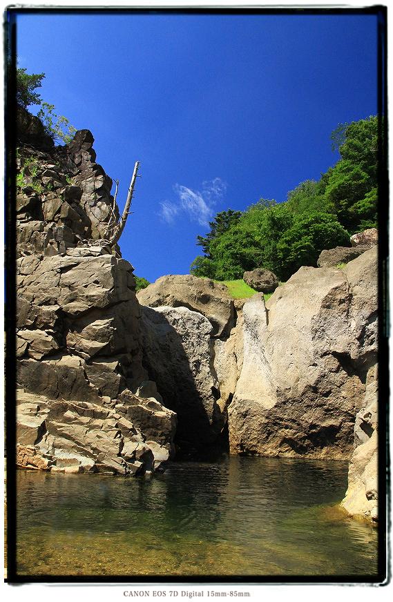 宇連ダムの穴滝1608uredam0207.jpg