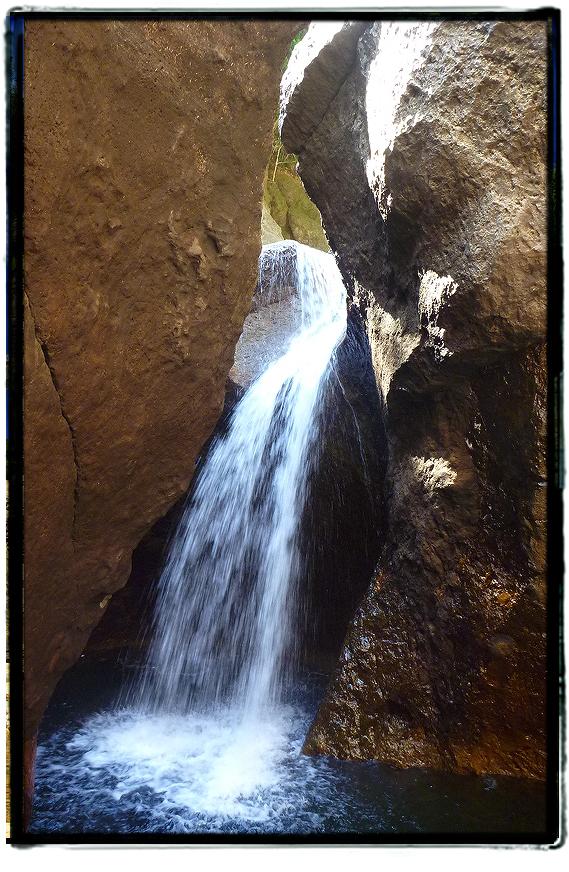 宇連ダムの穴滝1608uredam0210.jpg