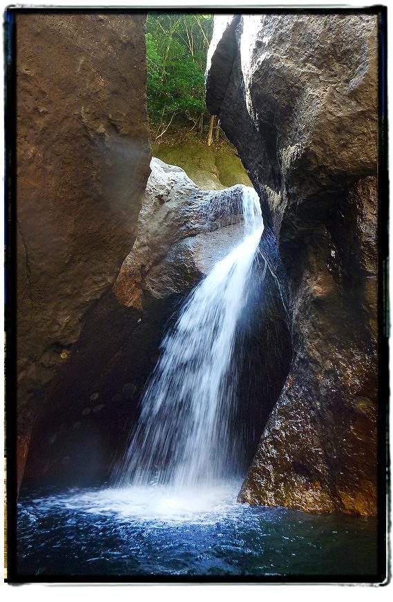 宇連ダムの穴滝1608uredam0211.jpg
