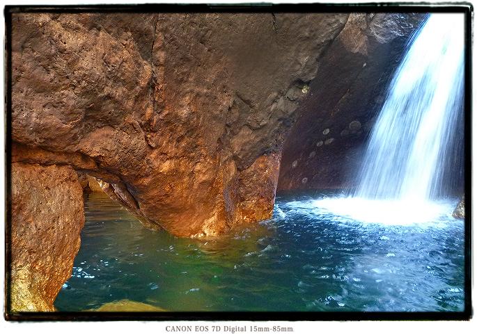 宇連ダムの穴滝1609ure03.jpg