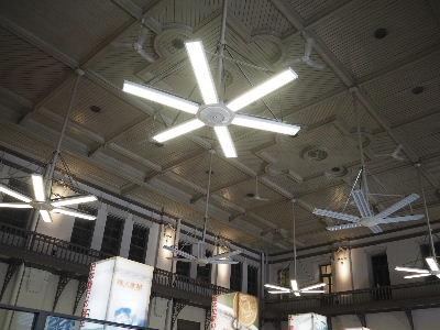 営業場の天井