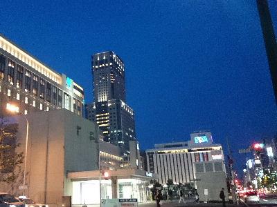 夜の札幌駅前