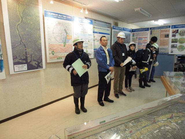 集合時間になったので、国交相やNEXCO東日本の担当者の方から概要説明。