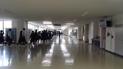 伊奈学園 廊下