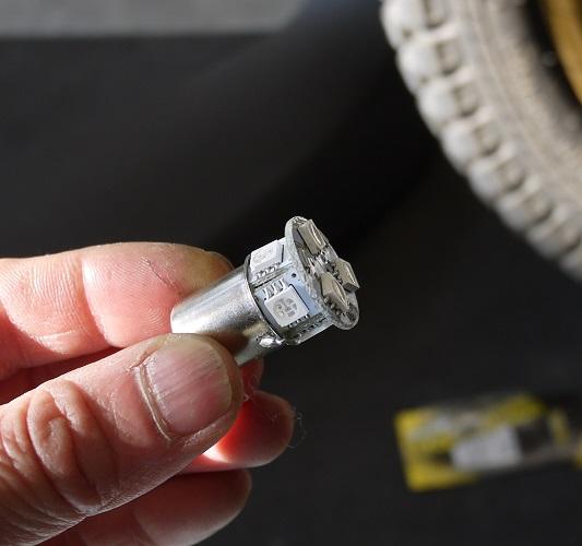 セローLEDウインカーと内圧調整バルブ1604-003b