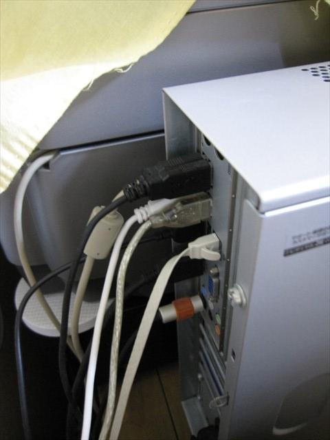 PCケーブルの接続位置