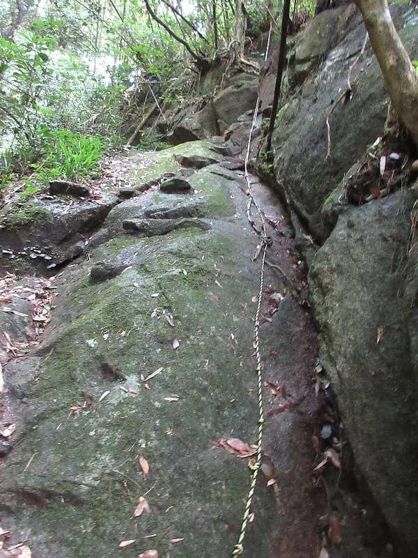 IMG4124JPGロープのある岩場