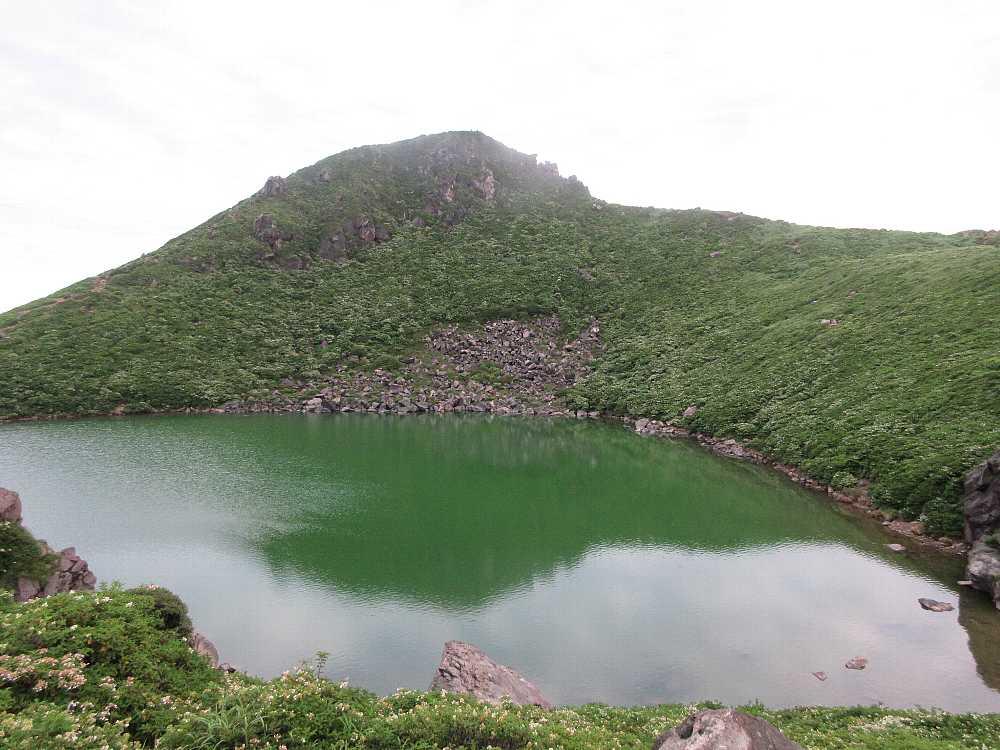 IMG4325JPG緑色の御池と天狗ヶ城